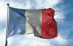 Old Frayed French Flag par fdecomite, via Flickr CC