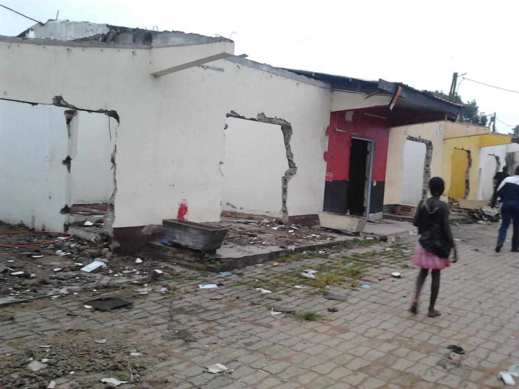 Des boutiques détruites - Photo: René Jackson