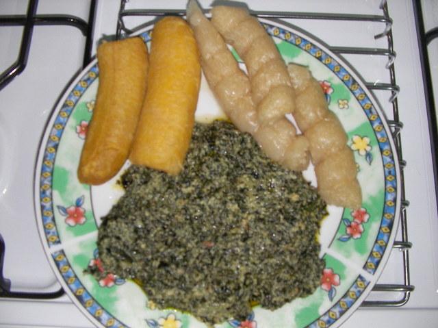 Ndolè - Plantain mûr - Bâtons de manioc