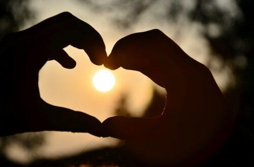 Article : Les amoureux sur le trottoir