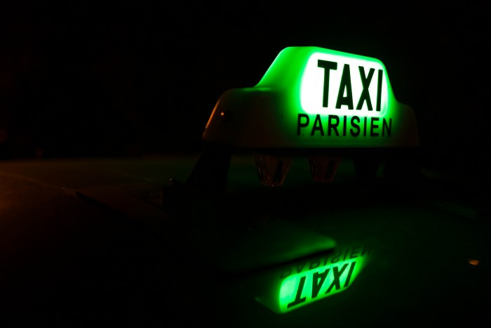 Luminaire de taxi parisien - Photo: Bitonio via Flickr CC